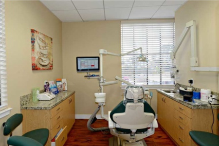 Dental room with chair at Jeanette Thai, DDS, Lake Forest, CA