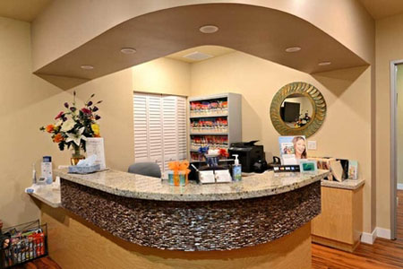 Front desk side view at Jeanette Thai, DDS, Lake Forest, CA